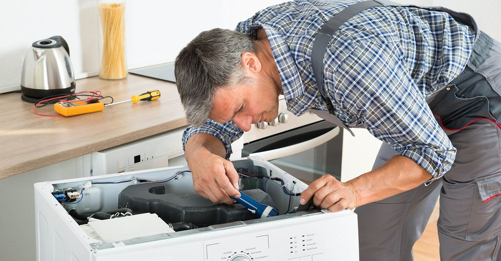 An appliance service specialist in Columbus, IN