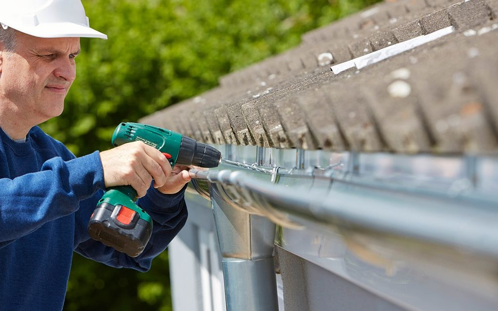 2019 Average Gutter Cleaning Cost (with Price Factors)