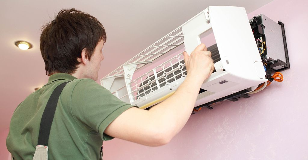 A window air conditioner installer in Mesa, AZ