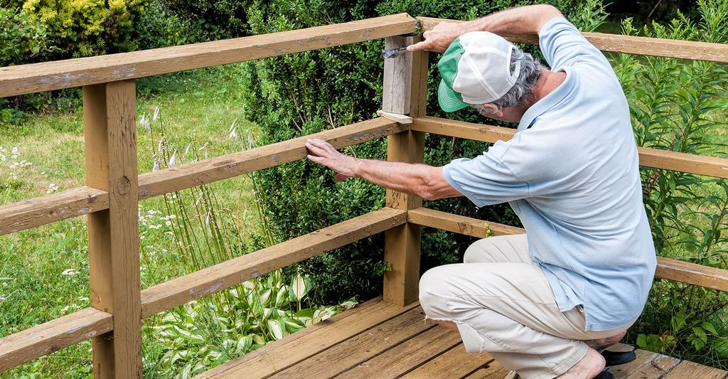 A wood stairs and railings repair professional in Cottonwood Heights, UT