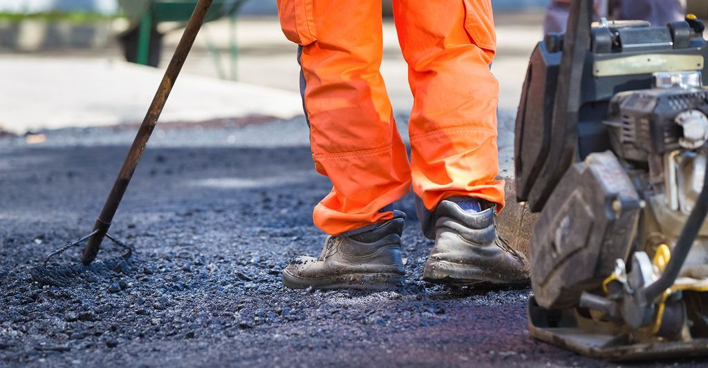 An asphalt repair professional in Manassas, VA