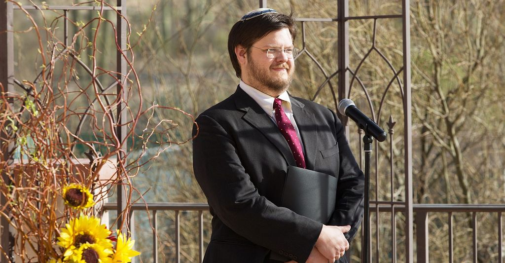 A jewish wedding rabbi in Mount Vernon, MD