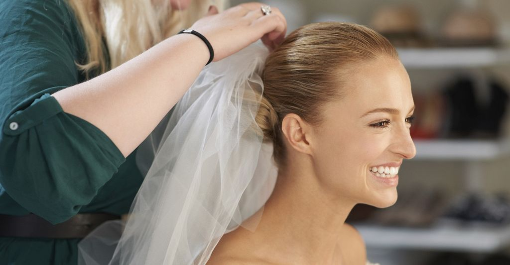 A bridal hair stylist in New Orleans, LA