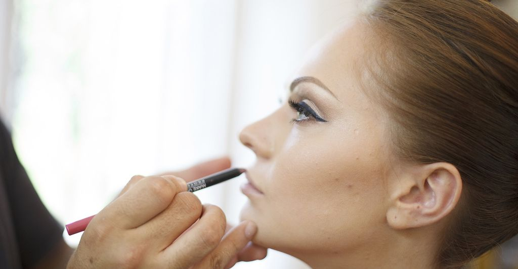 A bridal make up professional in Arlington Heights, IL