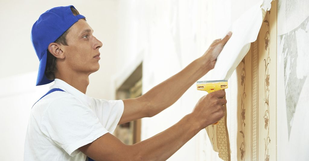 A wallpaper removal professional in Germantown, WI
