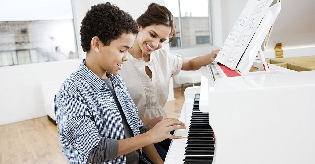 A piano lessons instructor in Tenderloin, NY