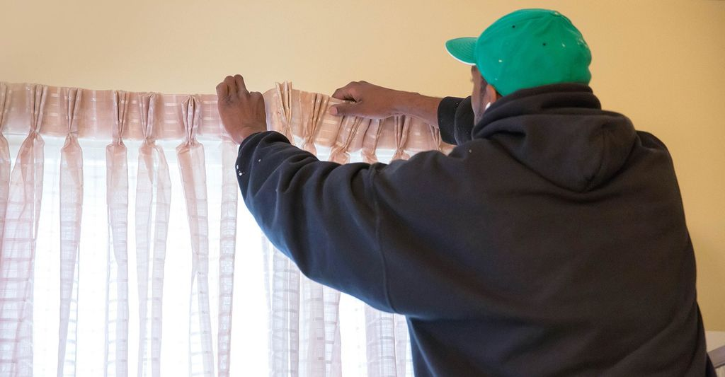 A custom curtain professional in Burnsville, MN