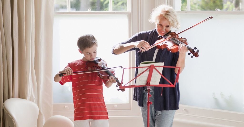 An intermediate violin instructor in Frisco, TX
