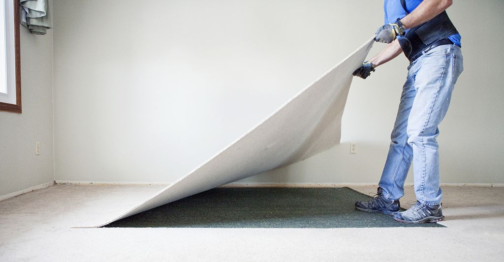 A carpet removal professional in Mesa, AZ