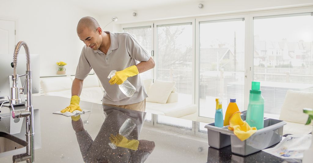 A residential house cleaner in Glendale, AZ