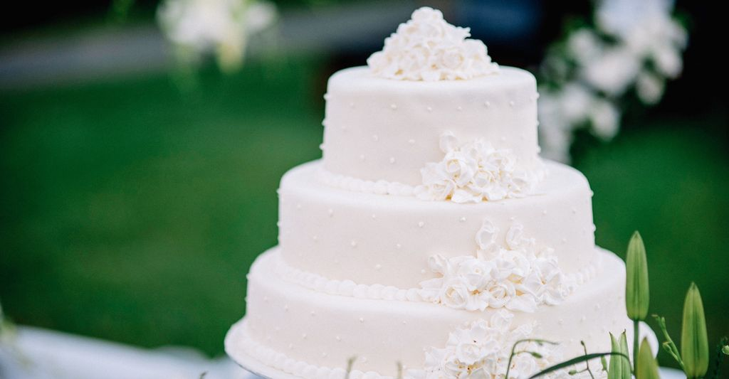 A Wedding Cake Designer in Jackson, TN