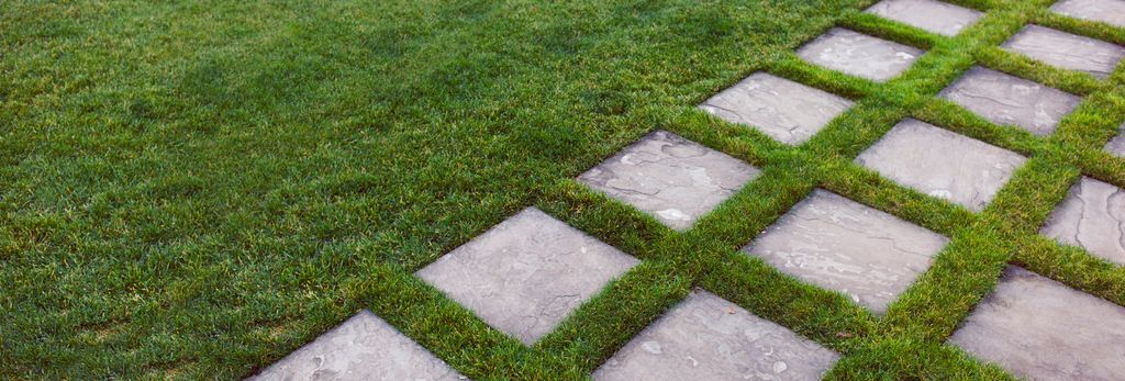 A lawn mowing professional in Mountain View, CA