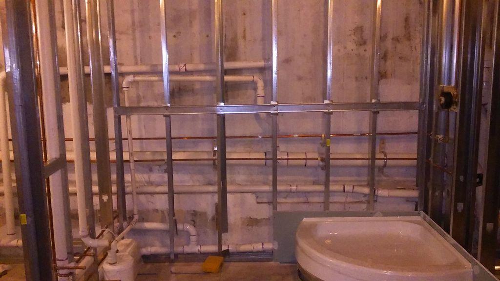 Drain-less bathroom installation