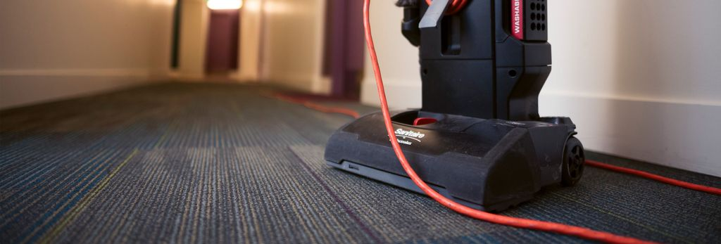 A carpet cleaner in Farmington Hills, MI