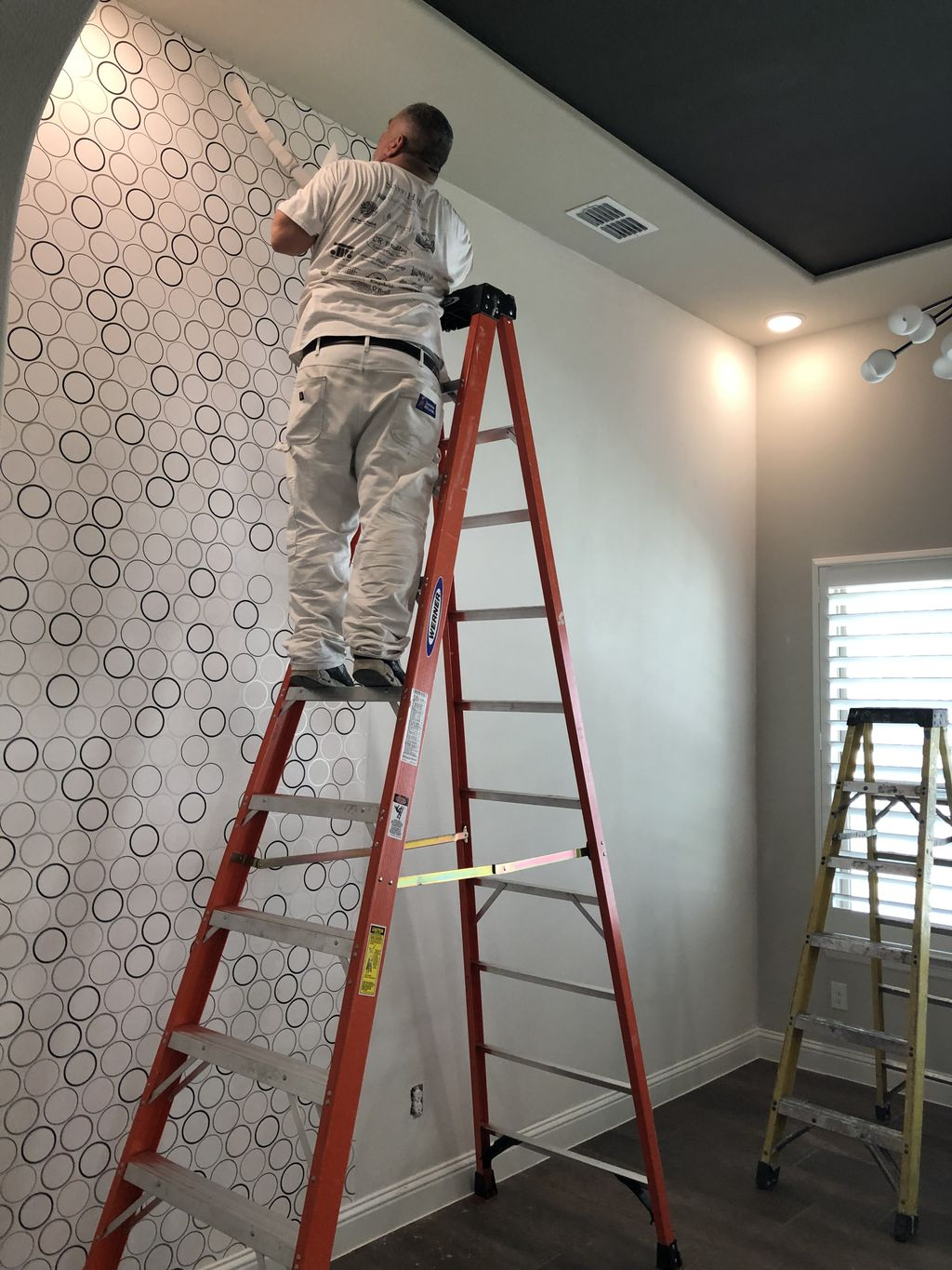 Residential pattern match Wallcovering